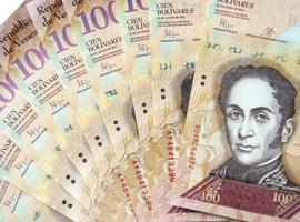 Fan of Venezuela 100 banknotes.