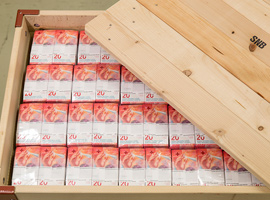 Image of a box full of Swiss 20-franc banknote from Louisenthal. Image courtesy of the SNB.